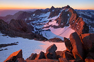 Sunrise over the impressive Palisades view from Mount Agassiz, John Muir Wilderness, the two most prominent peaks are Mount Sill and North Palisade, below which lies the Palisade Glacier. California,...  -  Floris van Breugel