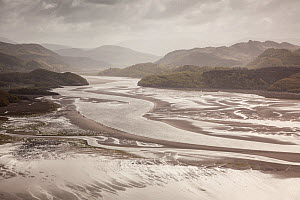 RF- Mawddach Estuary at low tide, Barmouth, Snowdonia National Park, Gwynedd, Wales, May 2012. (This image may be licensed either as rights managed or royalty free.)  -  Peter  Cairns / 2020VISION