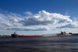 Ore boat leaving the Duluth Harbor Basin in Duluth, Lake Superior, Minnesota, USA, August 2011  -  Kirkendall-Spring