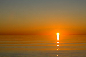 Sunrise over Lake Superior at Wisconsin Point near the towm of Superior. Wisconsin, USA, August  -  Kirkendall-Spring