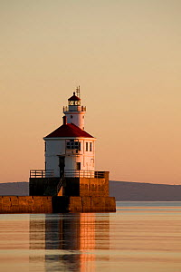 Sunrise at Wisconsin Point Lighthouse on Lake Superior near the town of Superior. Wisconsin, USA, August 2011  -  Kirkendall-Spring