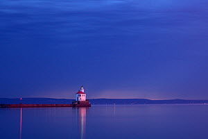 Twilight before dawn at Wisconsin Point Lighthouse on Lake Superior near the town of Superior. Wisconsin, USA, August 2011  -  Kirkendall-Spring