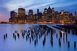 Dusk view of the skyscrapers of Manhattan from the Brooklyn Heights neighborhood, New York, USA 2011  -  Gavin Hellier