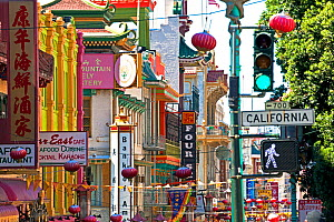 Street scene in Chinatown section of San Francisco, Califronia, USA 2011 - Gavin Hellier
