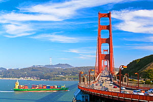 Large container ship about to go under Golden Gate Bridge, San Francisco, California, USA 2011  -  Gavin Hellier