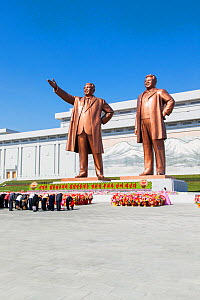 Mansudae Grand Monument - people bowing to giant statues of former Presidents Kim Il-Sung and Kim Jong Il, Mansudae Assembly Hall on Mansu Hill, Pyongyang, Democratic Peoples' Republic of Korea (DPRK)...  -  Gavin Hellier