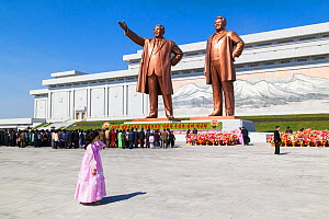 Mansudae Grand Monument, statues of former Presidents Kim Il-Sung and Kim Jong Il, Mansudae Assembly Hall on Mansu Hill, Pyongyang, Democratic Peoples' Republic of Korea (DPRK) North Korea, 2012  -  Gavin Hellier