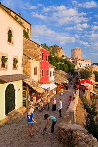 Cobbled street lined with colourful houses known as Kujundziluk, one of the oldest streets in Mostar leading to the Old Bridge, Old Town, Mostar, Herzegovina, Bosnia and Herzegovina, Balkans, 2007. No...  -  Gavin Hellier