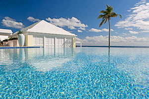 Infinity pool at luxury resort along the South Coast, Bermuda, 2007. No release available.  -  Gavin Hellier