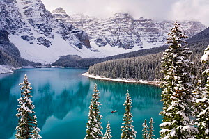 Wenkchemna Peaks or Ten Peaks rising over Moraine lake in the snow, near Lake Louise, Banff National Park, Alberta, Canada, 2007 - Gavin Hellier