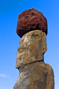 Ahu Tongariki, the largest ahu on the Island, one of the Tongariki row of 15 giant Moai statues, only this one still has a topknot in place, Isla de Pascua / Easter Island, Rapa Nui, Chile, 2008  -  Gavin Hellier
