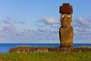 Moai statue Ahu Ko Te riku, the only topknotted and eyeballed Moai on the Island, Easter Island, Rapa Nui, Chile 2008  -  Gavin Hellier