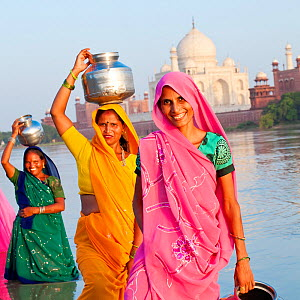 Women in colourful Saris collecting water, across the Jumna (Yamuna) river from Taj Mahal, UNESCO World Heritage Site, Agra, Uttar Pradesh, India, 2011, model released - Gavin Hellier