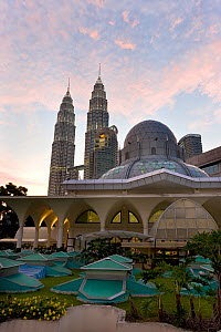 Mosque in the KLCC city park grounds at the base of Petronas Towers at night - 88 storey steel clad twin towers with a height of 451.9 metres - the iconic symbol of Kuala Lumpar, Selangor, Malaysia 20...  -  Gavin Hellier