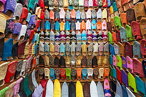 Soft leather Moroccan slippers in the Souk, Medina, Marrakech, Morocco, 2011  -  Gavin Hellier
