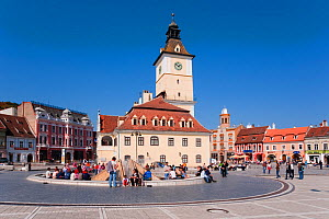 Piata Sfatului, the centre of medieval Brasov, the Council House (Casa Sfatului), from 1420 topped by a Trumpeter's Tower, this old city hall today houses the Brasov Historical Museum, Brasov, Transyl...  -  Gavin Hellier