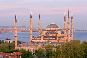 Elevated view of the Blue Mosque in Sultanahmet at dusk, overlooking the Bosphorus river in Istanbul, Turkey 2008  -  Gavin Hellier