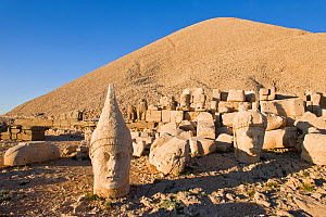 Ancient carved stone heads of the gods, the god Antiochus, Nemrut Dagi (Nemrut Dag), on the summit of Mount Nemrut, UNESCO World Heritage Site, Cappadocia, Anatolia, Turkey, 2008 - Gavin Hellier