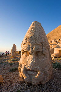 Ancient carved stone heads of the gods, head of Zeus, Nemrut Dagi (Nemrut Dag), on the summit of Mount Nemrut, UNESCO World Heritage Site, Cappadocia, Anatolia, Turkey, 2008 - Gavin Hellier