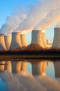 Ratcliffe-on-Soar coal-fired power station cooling towers. Nottinghamshire, UK, January 2013.  -  Alex Hyde