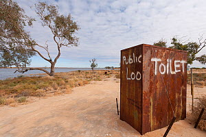 Public toilet in the outback by the punt along Cooper's Creek detour, South Australia, Australia - Jurgen Freund