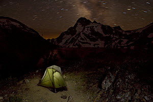 Camping tent at night in Sawtooth Lake area with Mount Regan on the skyline in the Sawtooth Wilderness.  Idaho, USA, July 2011  -  Kirkendall-Spring