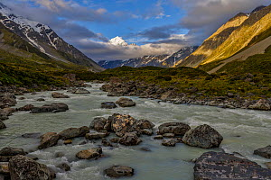 Mount Cook / Aoraki (height 3754m) in the late evening sun. View from Hooker Valley, Hooker River in the foreground. Aoraki/Mount Cook National Park, MacKenzie Country, South Canterbury, New Zealand,... - Andy Trowbridge