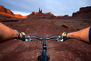 Perspective of mountain biker over handlebars, Taylor Canyon, Island In The Sky District. Canyonlands National Park, Utah, October 2012. Model released.  -  Kirkendall-Spring
