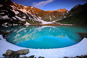 View of Lac Blanc from the refuge at Peclet Polset, Vanoise National Park, Savoie, France, July. - Benjamin  Barthelemy