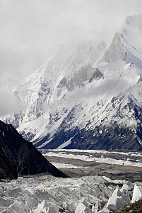 View of the Baltoro Glacier, with mountains in the background, Central Karakoram National Park, Pakistan, June 2007.  -  Enrique Lopez-Tapia,Enrique Lopez-Tapia