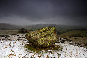 The Norber Erratics. Blocks of older Silurian sandstone, perched on top of younger Carboniferous limestone, that were left by retreating ice at the end of the last Ice Age, Clapham, Yorkshire, winter - Graham  Eaton
