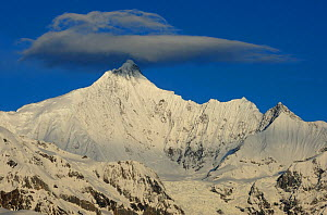 RF- Meili Snow mountain, with lenticular cloud above, Yunnan province, China, April 2011 - Staffan Widstrand