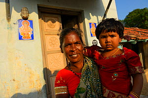 Mother and son in Pulicat town, Pulicat Lake, India, January 2013. - Staffan Widstrand
