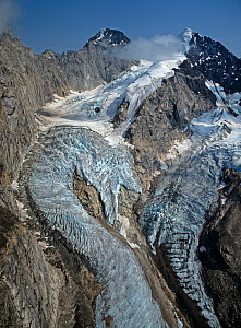 Hanging glaciers above Backside Glacier, Alaska Range, Denali National Park, Alaska, USA - Visuals Unlimited