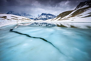 Thawing alpine lake, Vanoise National Park, Rh�ne-Alpes, France, June.  -  Benjamin  Barthelemy