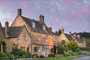 Pretty houses in the picturesque Cotswolds village of Broadway, Worcestershire, England. September 2012.  -  Adam  Burton