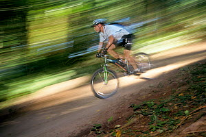 Mountain bike ridding at Saint Edwards Park, Washington, USA. Model released.  -  Kirkendall-Spring