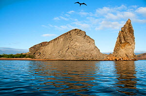 Pinnacle Rock, iconic Galapagos Landmark formed of eroded tuff stone, Bartolome Island, Galapagos, Ecuador. June 2011.  -  Tui  De Roy
