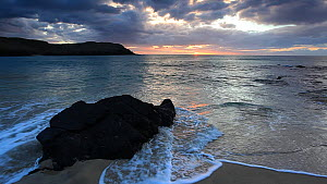 Waves breaking on a beach at sunset, Isle of Lewis, Outer Hebrides, Scotland, UK, April.  -  Peter  Cairns / 2020VISION