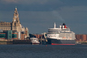 Cunard Cruise Liner 'Queen Elizabeth' leaves Liverpool after a one day visit. River Mersey, Liverpool, Merseyside, United Kingdom, August 2013. All non-editorial uses must be cleared individually. - Graham  Brazendale