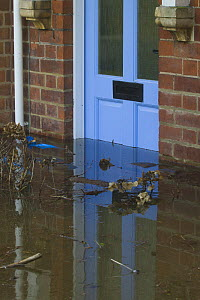 Flooding outside house with debris in front of door during February 2014 floods, Upton upon Severn, Worcestershire, England, UK, 9th February 2014. - David  Woodfall