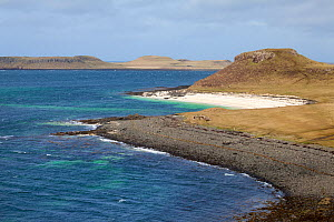 Claigan 'coral beach', the beaches are not actually coral, but formed from bleached skeletons of a red coraline seaweed (Lithothamnion corallioides) known as maerl. Claigan, Isle of Skye, Inner Hebrid...  -  Alex  Hyde