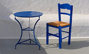 Blue table and chair in the shade,  Santorini / Thira Island, Greece. - Loic  Poidevin