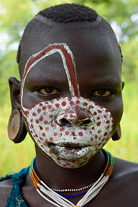 Young Suri / Surma woman with painted face. Omo river Valley, Ethiopia, September 2014.  -  Eric Baccega