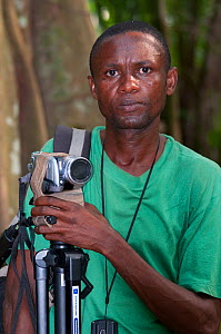 Chris - camera assistant and botanist filming, Democratic Republic of the Congo, Africa, February 2012.  -  Steve O. Taylor (GHF)