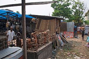 Statues for sale at Matche de la Volier (Market of the Thieves), Kinshasa, Democratic Republic of the Congo. May 2012. - Steve O. Taylor (GHF)