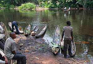 Men with dugout wooden canoes on riverbank, Monkoto, Salonga National Park, Equateur, Democratic Republic of the Congo, May 2012.  -  Steve O. Taylor (GHF)