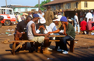 Freetown transport terminal, passengers playing dominoes while waiting. Sierra Leone, 2004-2005. - Steve O. Taylor (GHF)