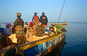Passengers on boat travelling to Freetown from Port Loko. Sierra Leone, 2004-2005. - Steve O. Taylor (GHF)
