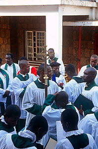Congregation outside St George's Anglican Cathedral. Freetown. Sierra Leone, 2004-2005.  -  Steve O. Taylor (GHF)